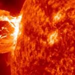 Una gigantesca mancha solar pone en alerta a la Nasa. (Hna. María E.)