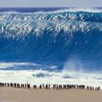 Una ola gigante arrasó. [Jhery C.]