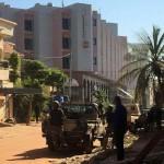 Hombres armados mantienen 170 rehenes en hotel en Mali: