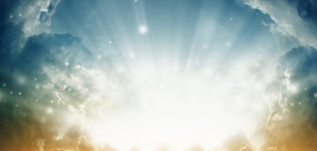 17438769-la-naturaleza-de-fondo--hermoso-amanecer-el-sol-brillante-el-mar-con-olas