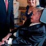 """Stephen Hawking clama por un """"gobierno mundial"""": Aporte de Hna. María Elena"""