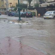 Calles del centro de Israel inundadas debido a fuertes lluvias